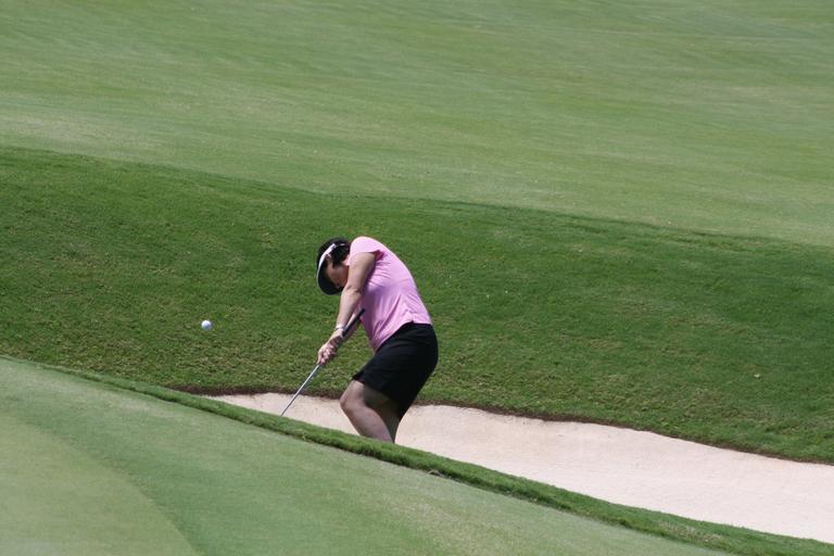 ball striking golf swing chipping